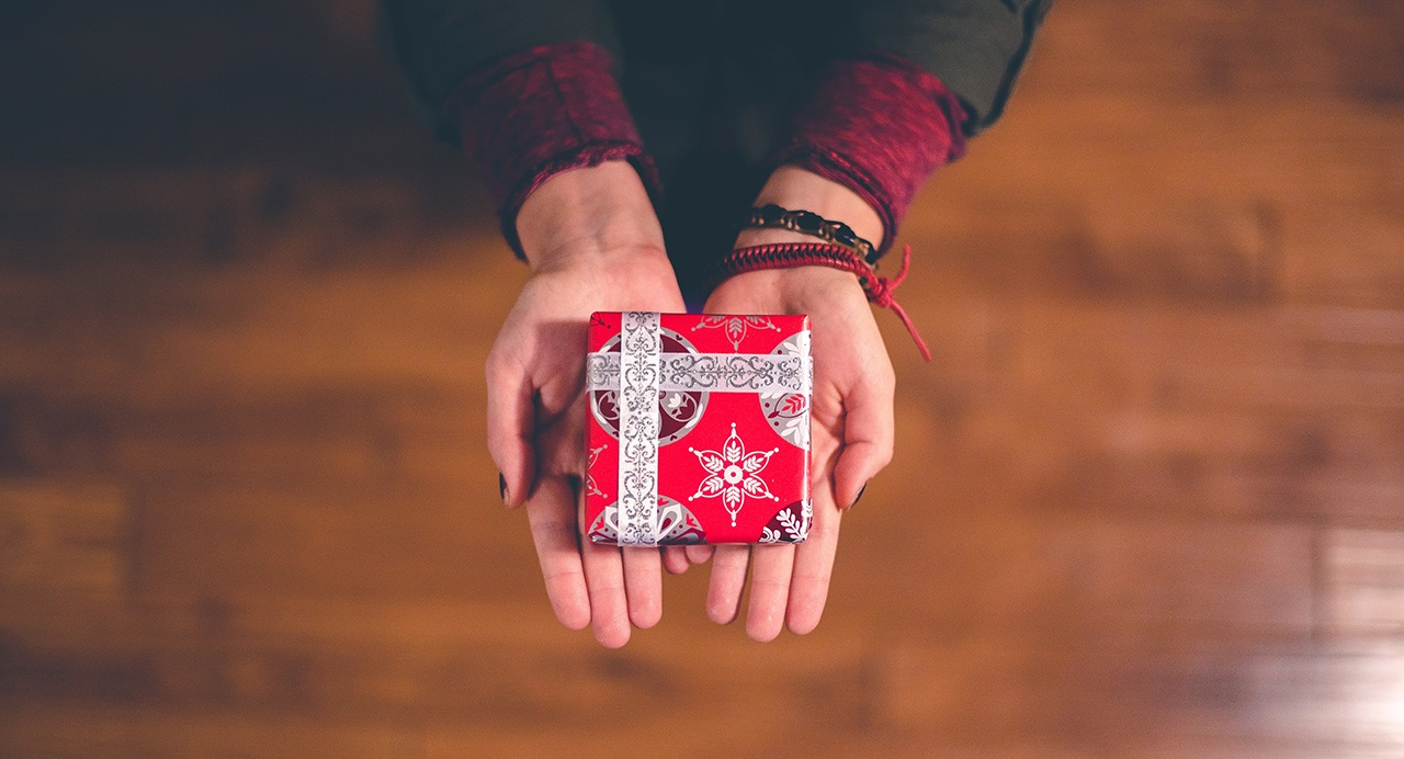 5 reasons a gift card makes the perfect gift-hero